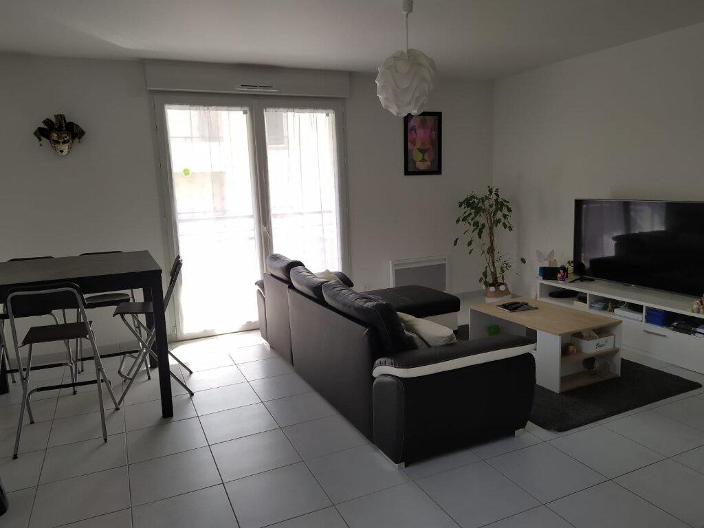 Appartement à louer 3 66.11m2 à Saint-Cyr-sur-Loire vignette-1