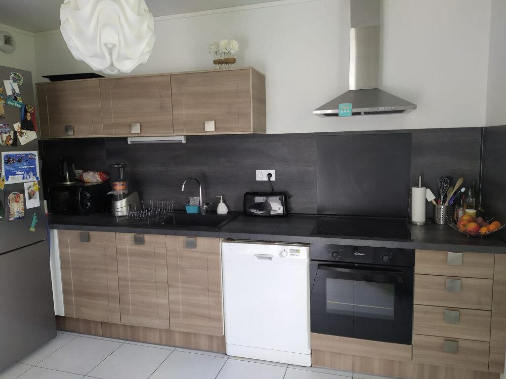 Appartement à louer 3 66.11m2 à Saint-Cyr-sur-Loire vignette-2