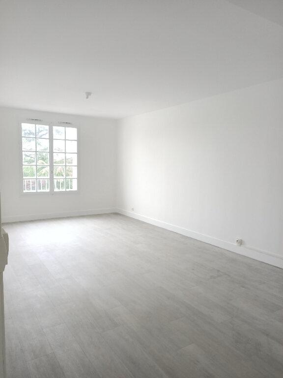 Appartement à louer 3 62.77m2 à Tours vignette-2