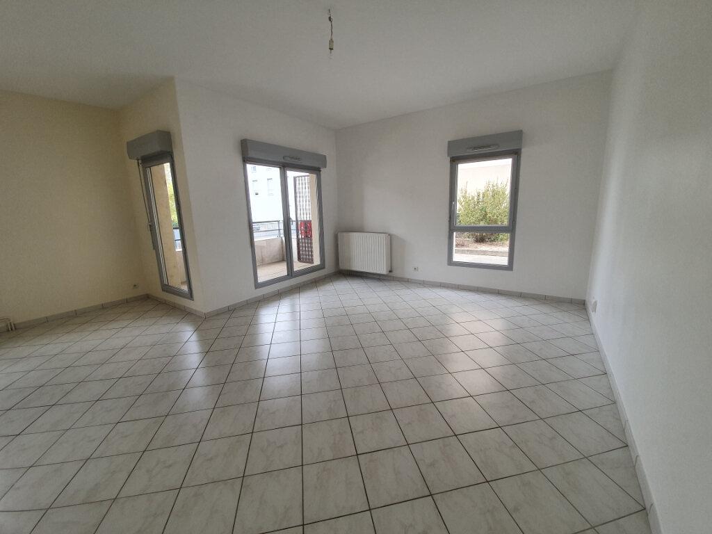 Appartement à louer 3 68.36m2 à La Riche vignette-1