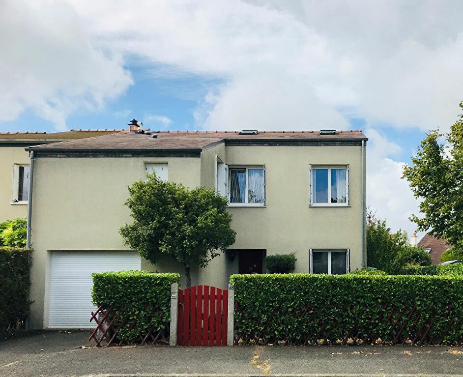 Maison à vendre 5 107.28m2 à Joué-lès-Tours vignette-1