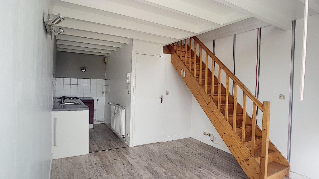 Appartement à louer 1 24.37m2 à Joué-lès-Tours vignette-1
