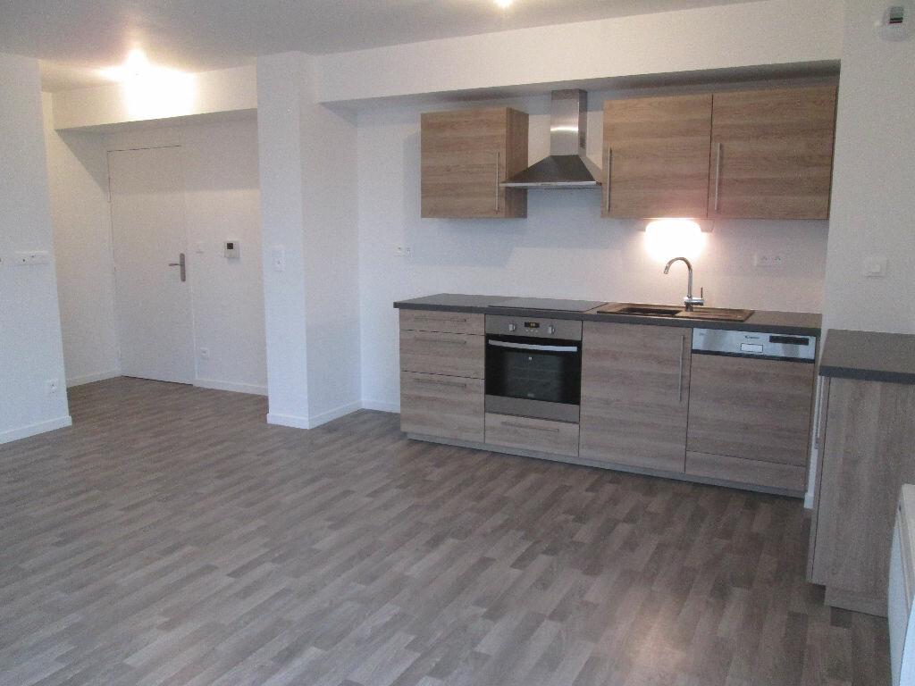Appartement à louer 3 60.47m2 à Joué-lès-Tours vignette-3