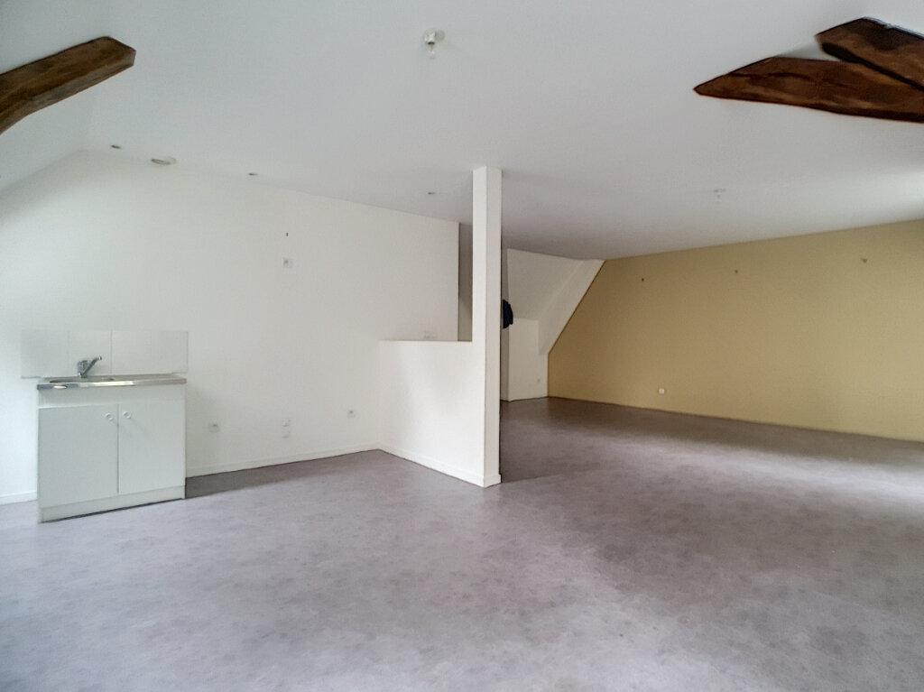 Appartement à louer 4 116m2 à Chinon vignette-3