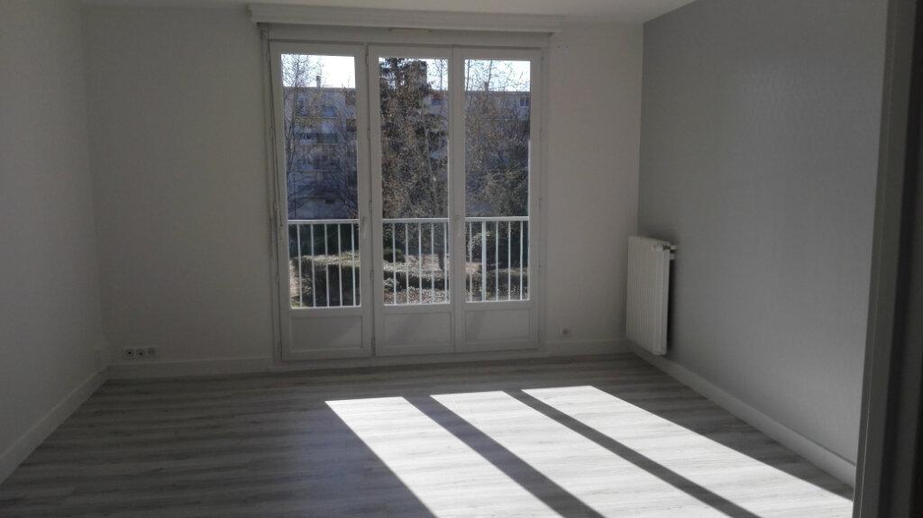 Appartement à louer 3 60m2 à Joué-lès-Tours vignette-1