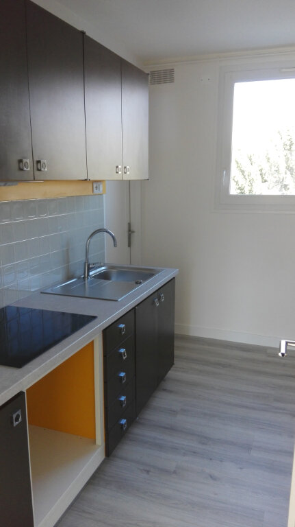 Appartement à louer 3 60m2 à Joué-lès-Tours vignette-2