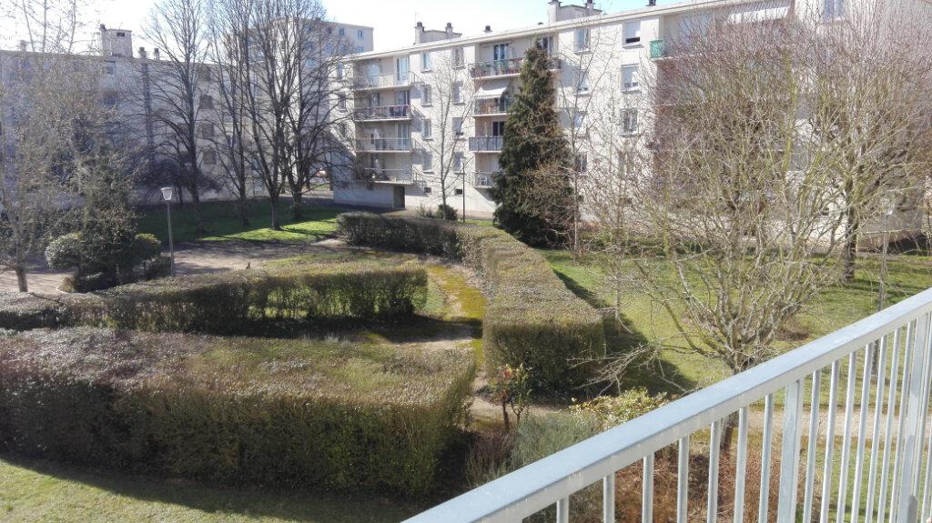 Appartement à louer 3 60m2 à Joué-lès-Tours vignette-6
