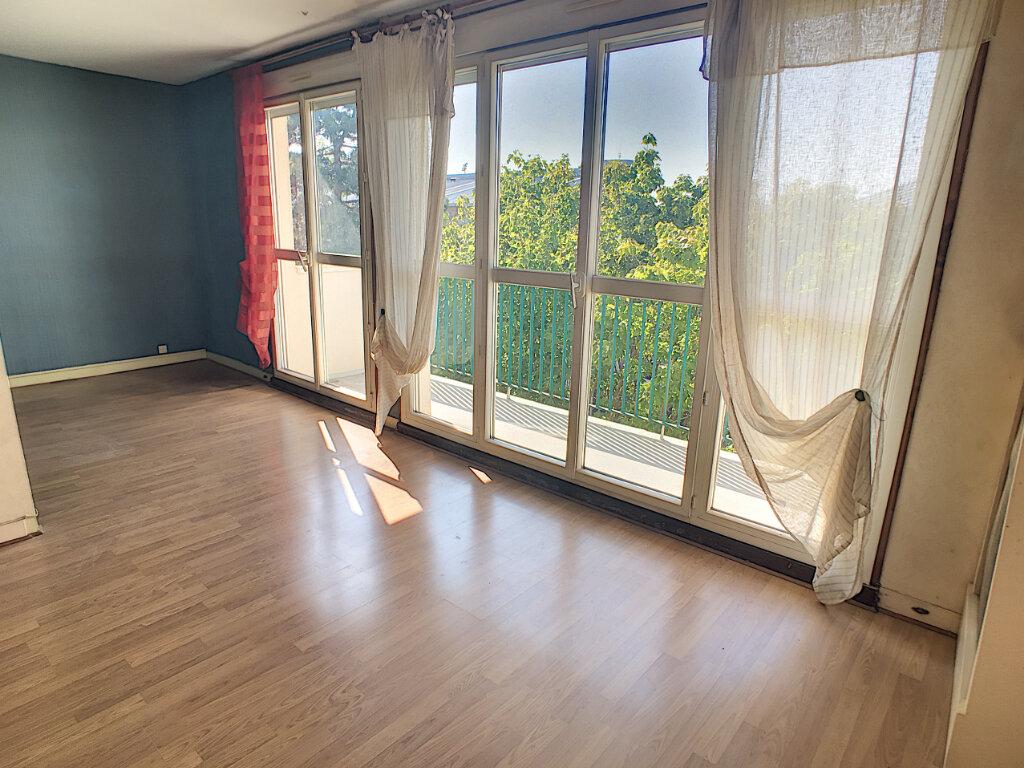 Appartement à vendre 4 70.15m2 à Joué-lès-Tours vignette-3