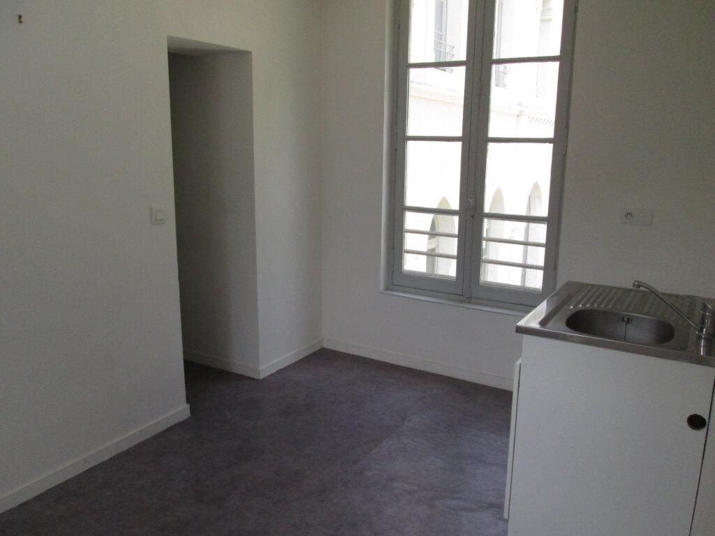 Appartement à louer 2 45.5m2 à Chinon vignette-5