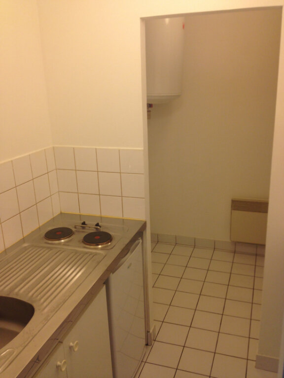 Appartement à louer 1 28m2 à Joué-lès-Tours vignette-2