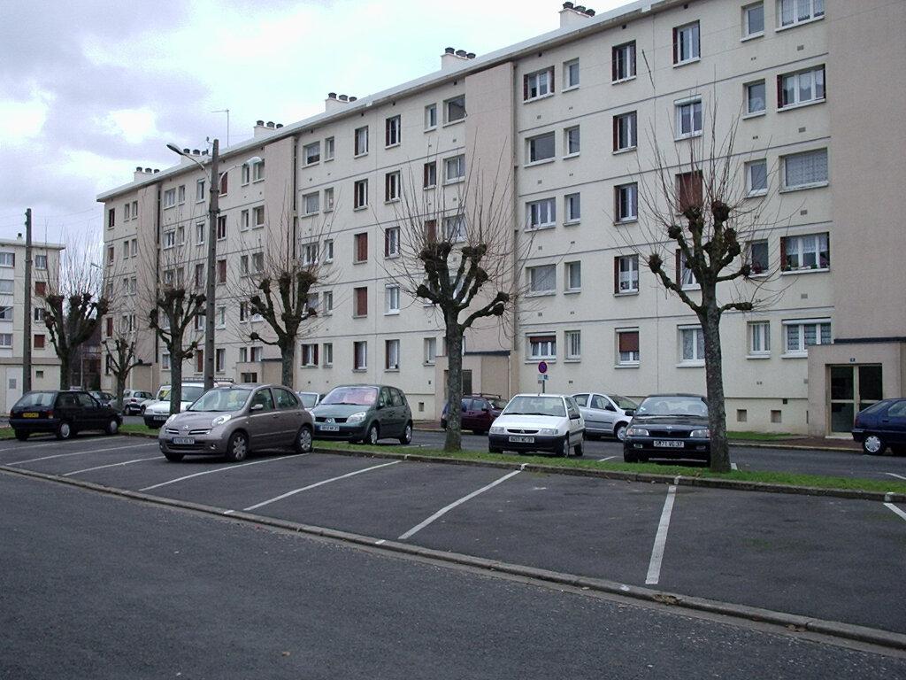 Appartement à louer 3 56m2 à Joué-lès-Tours vignette-1