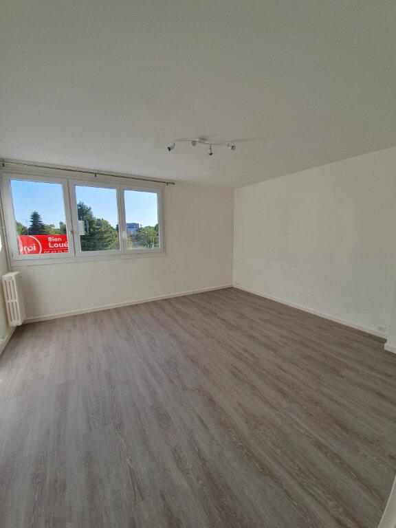 Appartement à louer 3 56m2 à Joué-lès-Tours vignette-3
