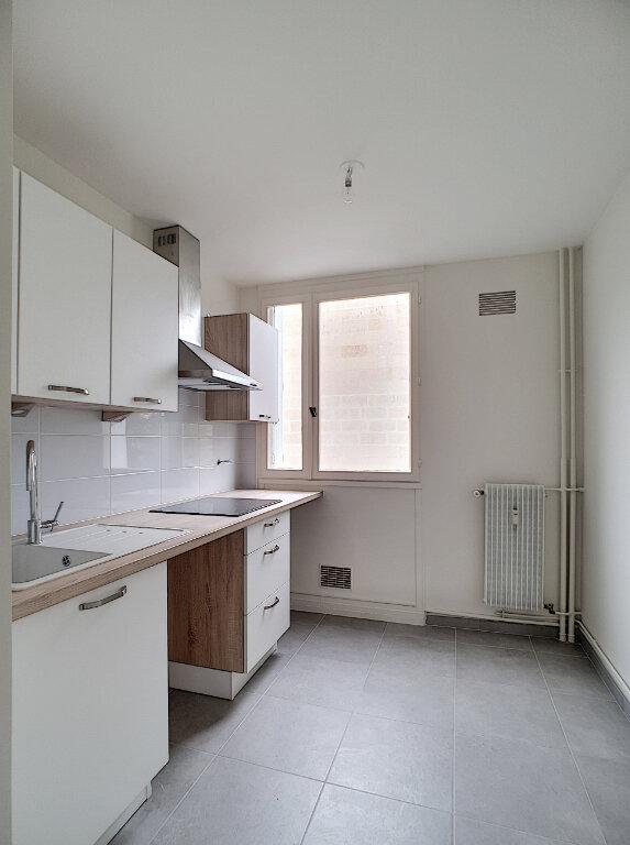 Appartement à louer 4 78m2 à Joué-lès-Tours vignette-2