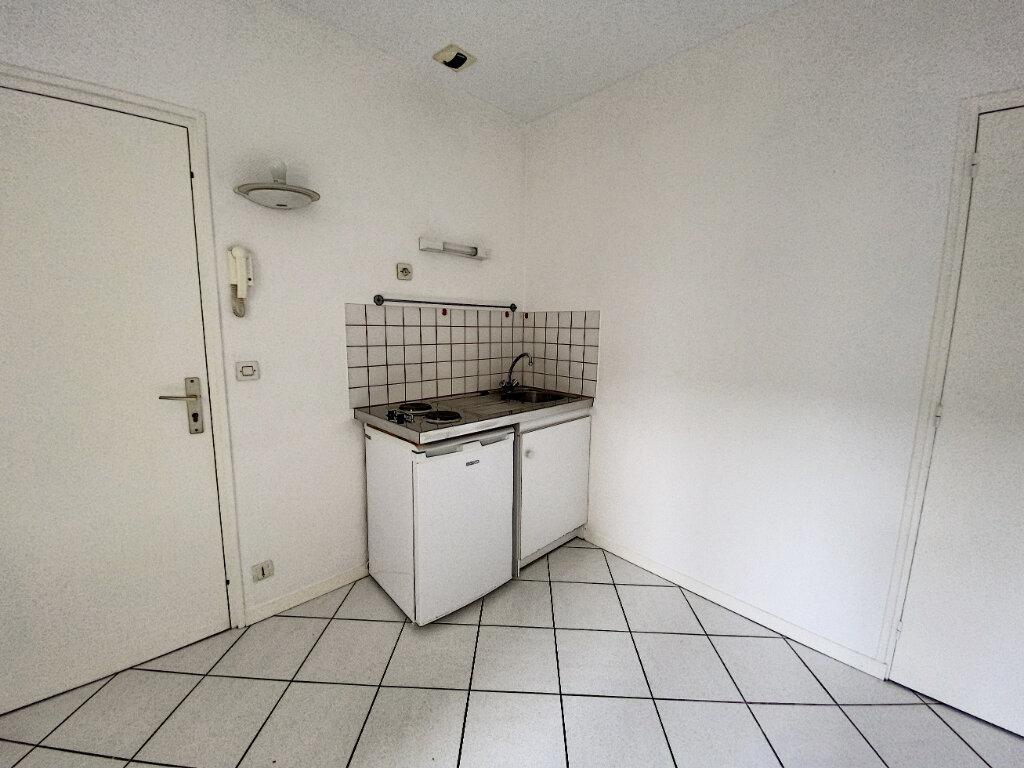 Appartement à louer 1 16.57m2 à Tours vignette-3