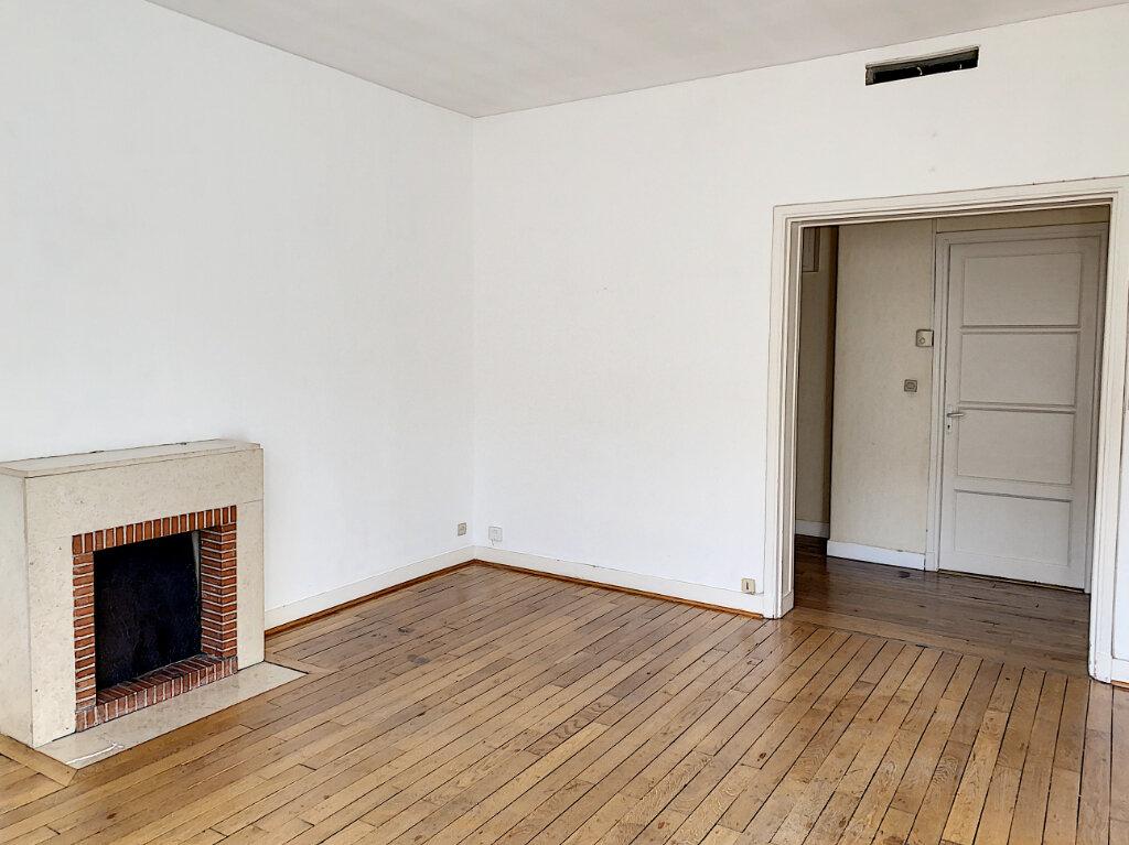 Appartement à louer 3 66.04m2 à Tours vignette-2