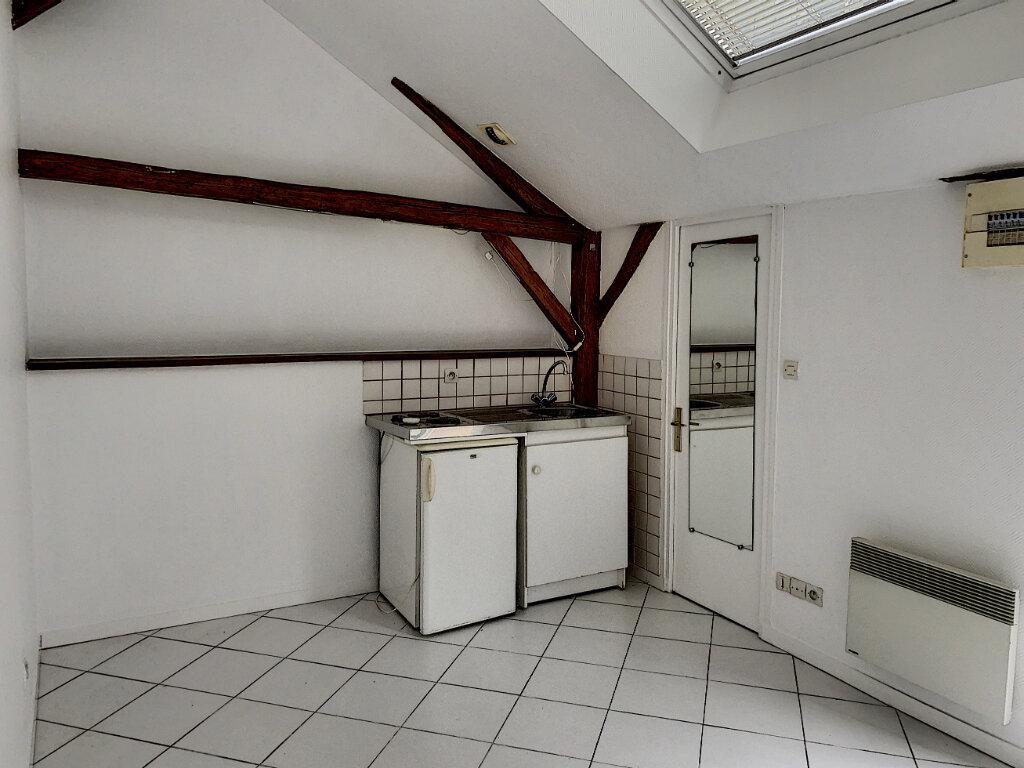 Appartement à louer 1 14.25m2 à Tours vignette-1