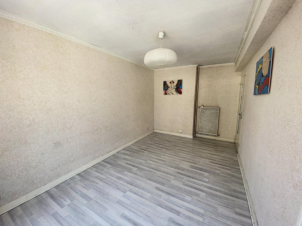 Appartement à louer 1 22.75m2 à Tours vignette-2