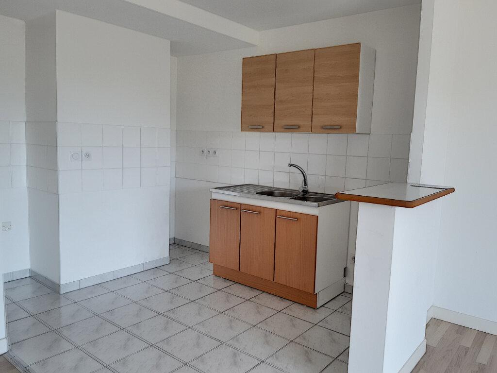 Appartement à louer 3 65.56m2 à Tours vignette-3