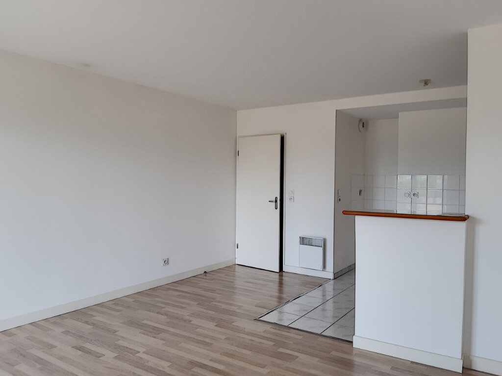 Appartement à louer 3 65.56m2 à Tours vignette-6
