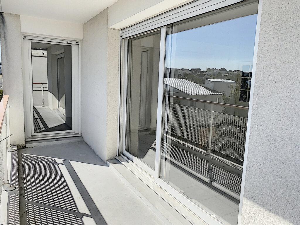 Appartement à louer 3 75m2 à Joué-lès-Tours vignette-1
