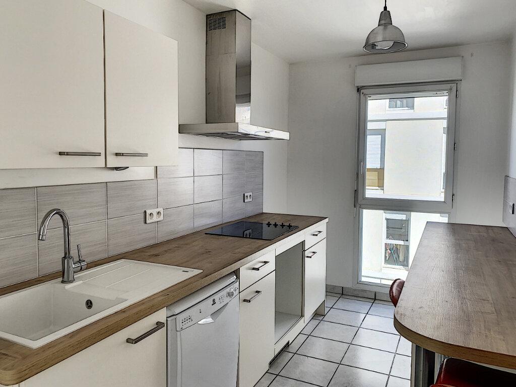 Appartement à louer 3 75m2 à Joué-lès-Tours vignette-2