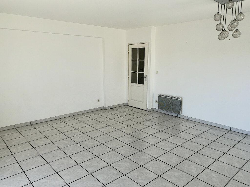 Appartement à louer 3 75m2 à Joué-lès-Tours vignette-4