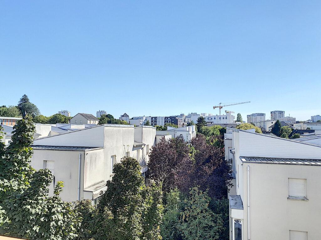 Appartement à louer 3 75m2 à Joué-lès-Tours vignette-5