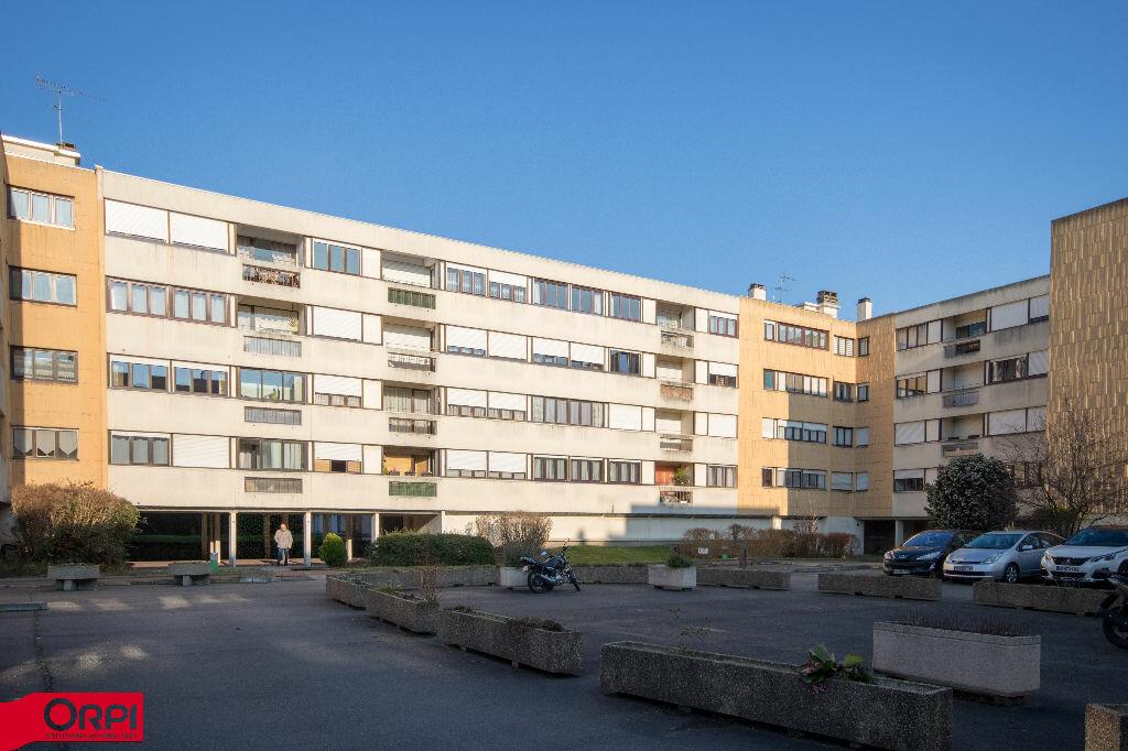 Appartement à louer 4 79.2m2 à Carrières-sur-Seine vignette-1