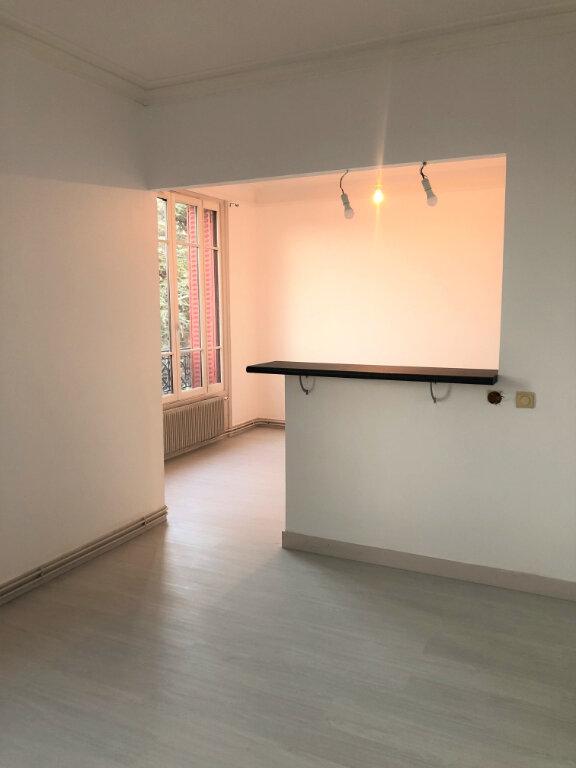 Appartement à louer 3 48.8m2 à Houilles vignette-1