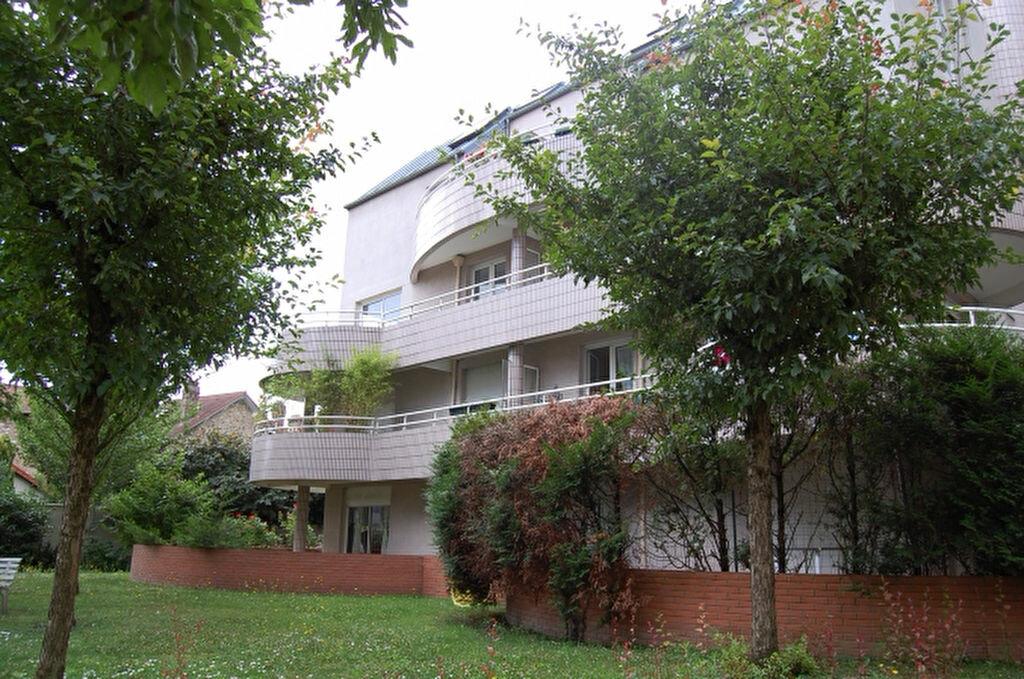 Appartement à louer 2 55m2 à Ermont vignette-1