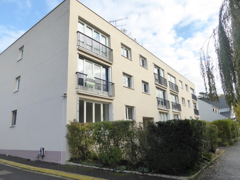 Appartement à louer 3 67m2 à Montlignon vignette-1