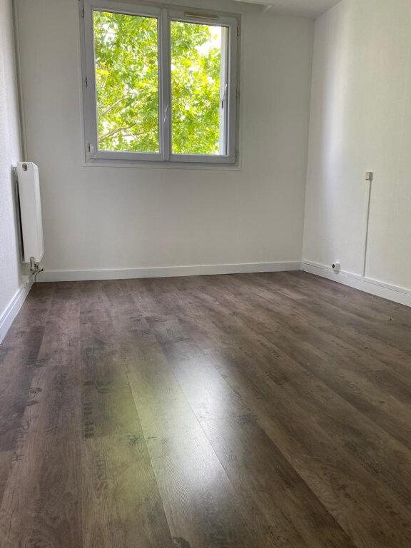 Appartement à louer 5 81.93m2 à Taverny vignette-7