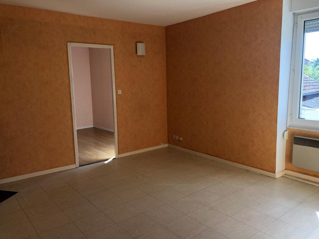 Appartement à louer 4 72m2 à Chaumont vignette-2