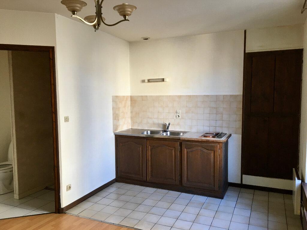 Appartement à louer 1 24m2 à Chaumont vignette-1