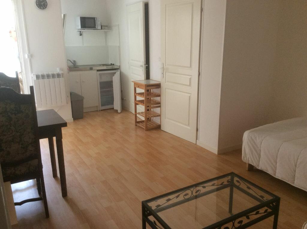 Appartement à louer 1 22m2 à Chaumont vignette-1