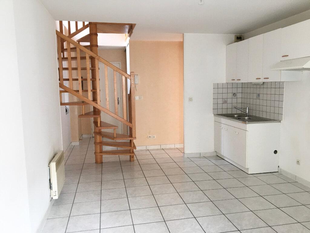 Appartement à louer 2 60m2 à Chaumont vignette-1