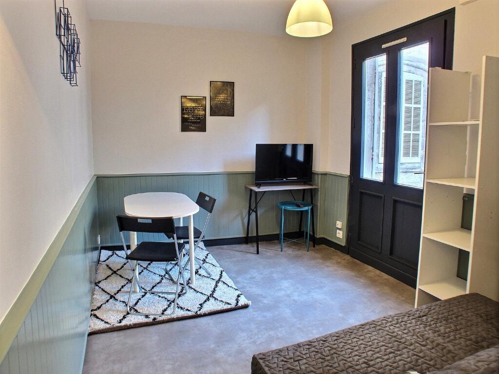 Appartement à louer 1 17m2 à Chaumont vignette-1