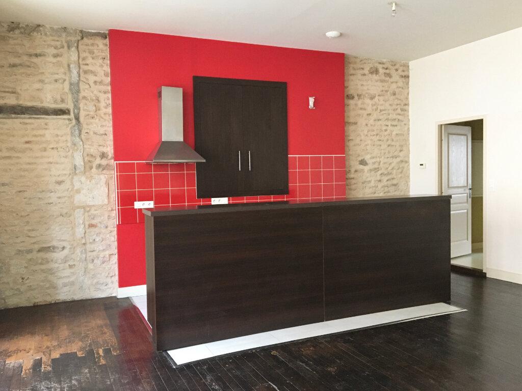 Appartement à louer 3 75m2 à Chaumont vignette-1