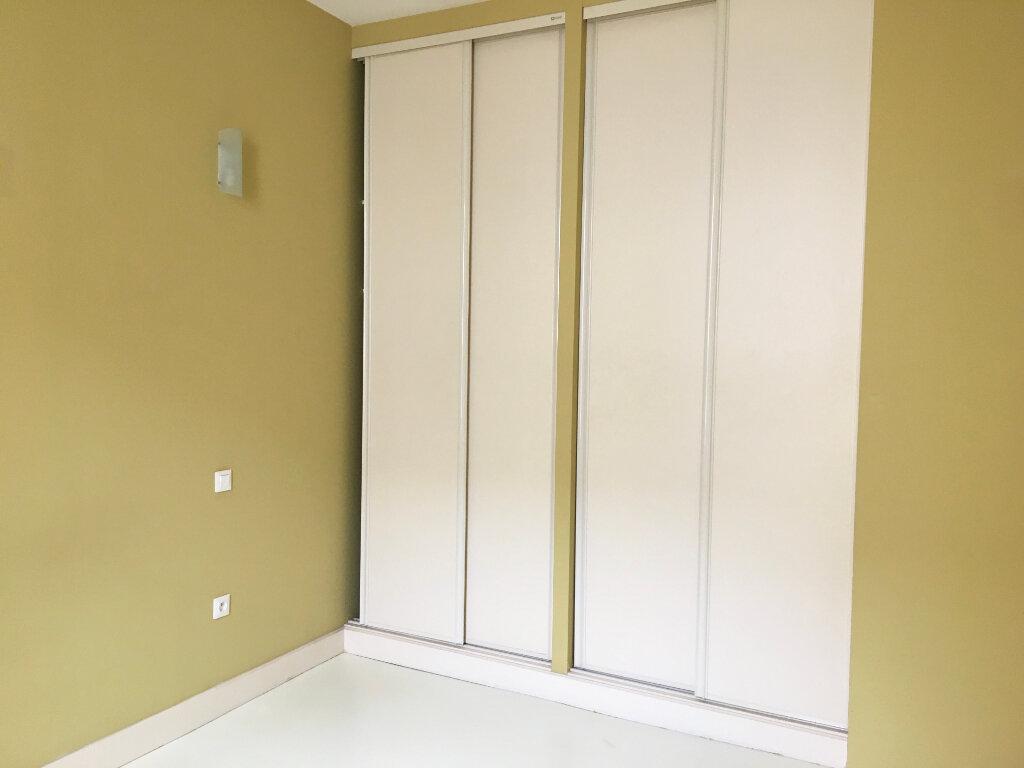 Appartement à louer 3 75m2 à Chaumont vignette-4