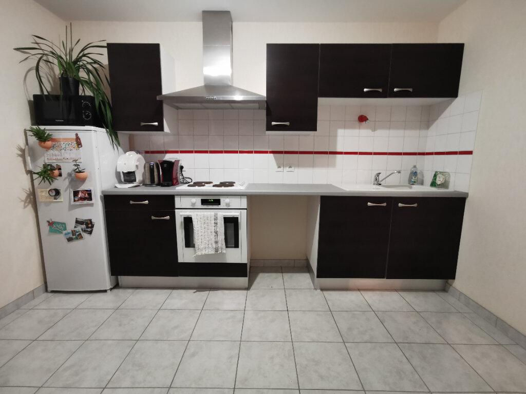 Appartement à louer 2 69m2 à Chaumont vignette-1