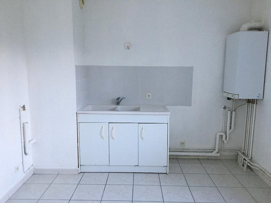 Appartement à louer 3 65m2 à Chaumont vignette-3