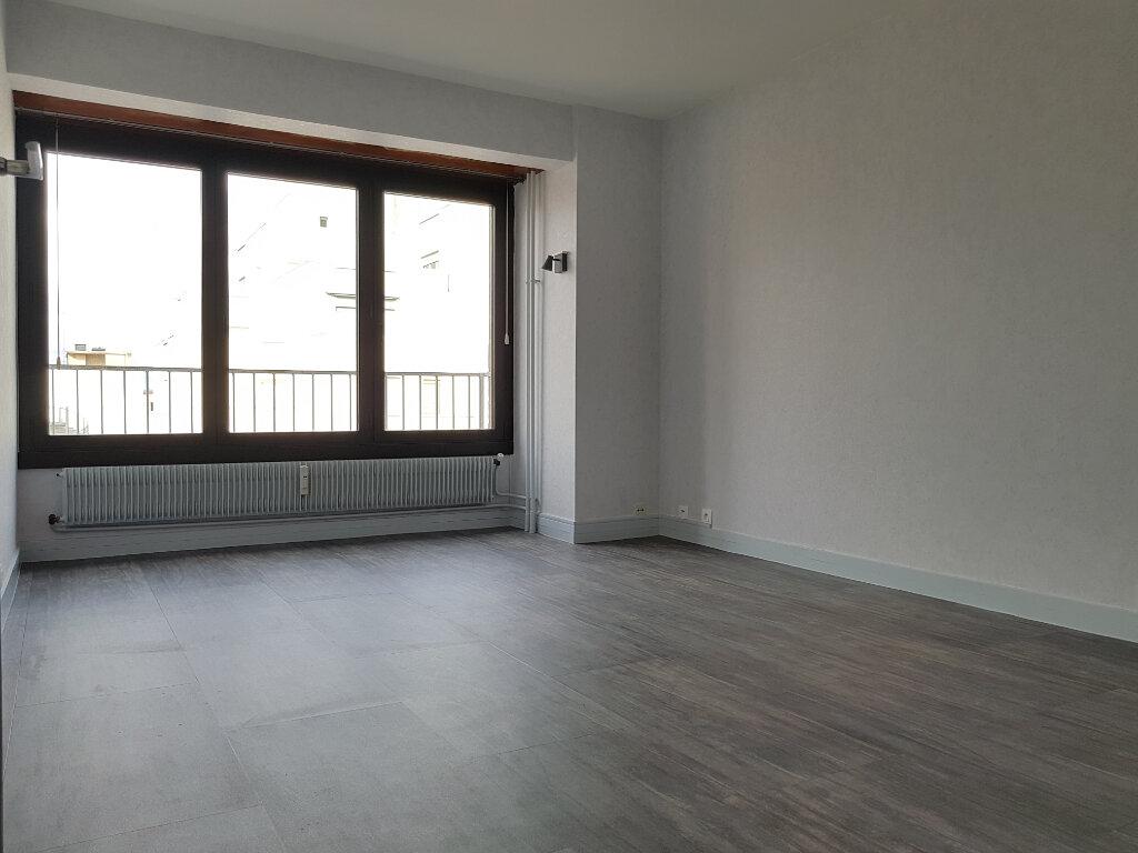 Appartement à louer 3 65m2 à Chaumont vignette-1