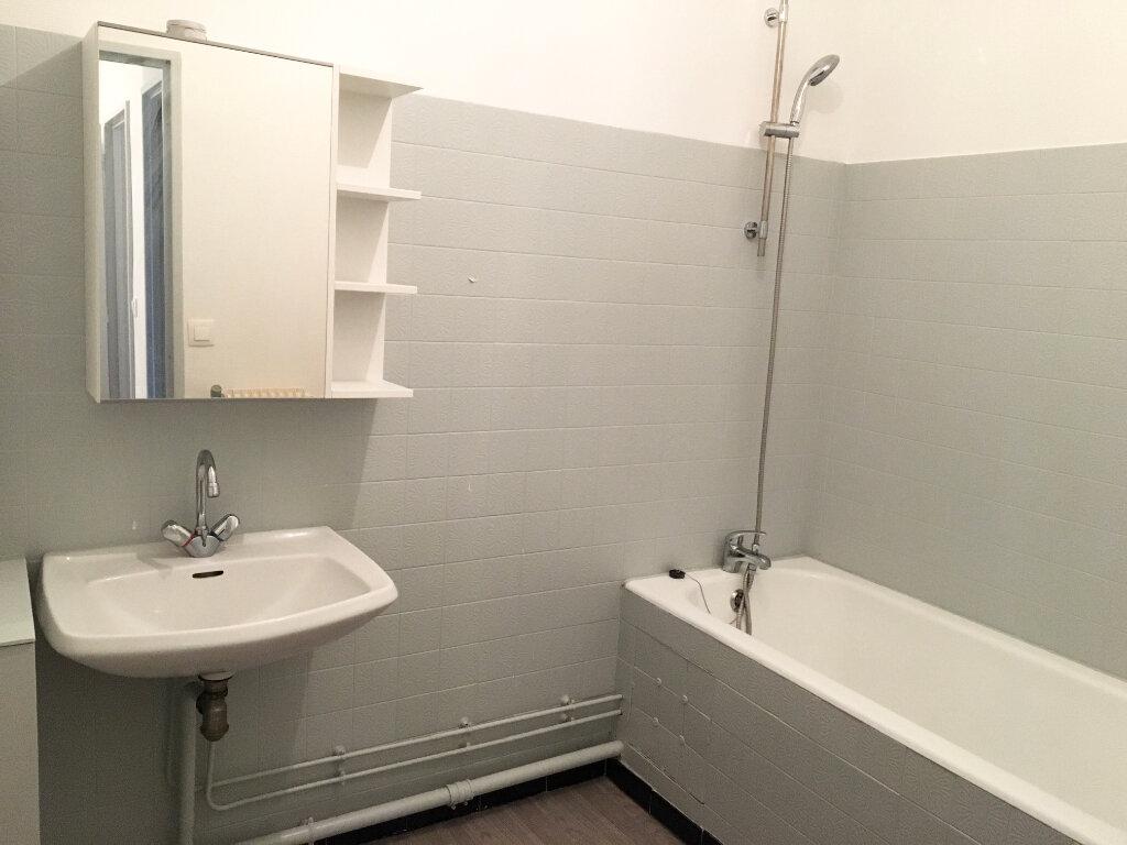 Appartement à louer 3 65m2 à Chaumont vignette-4