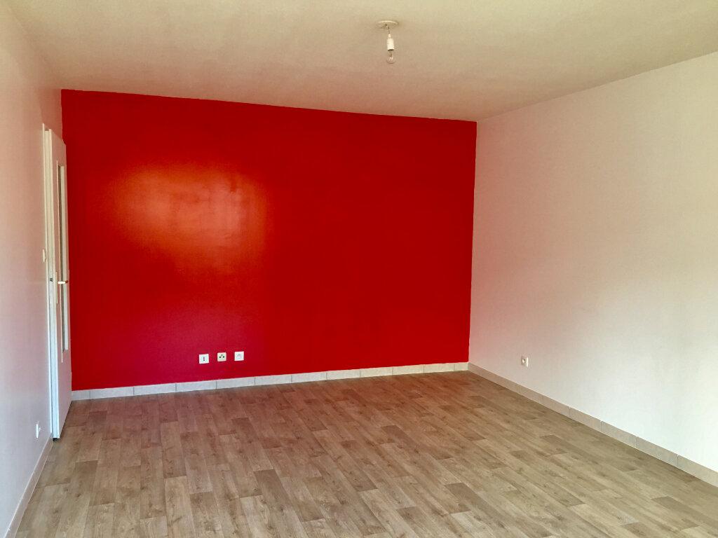Appartement à louer 3 63m2 à Chaumont vignette-3