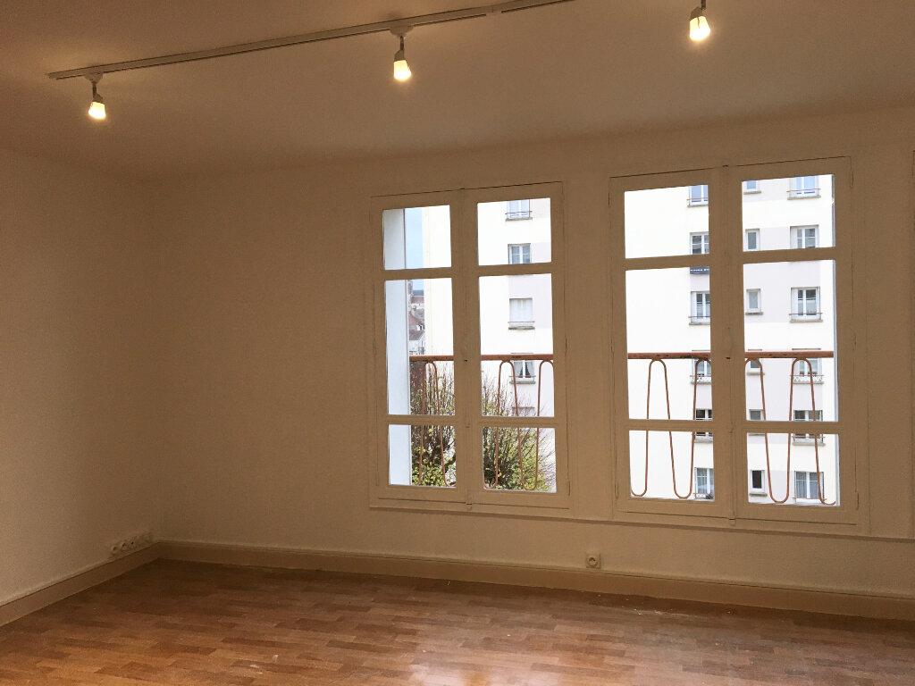 Appartement à louer 4 72.59m2 à Chaumont vignette-1