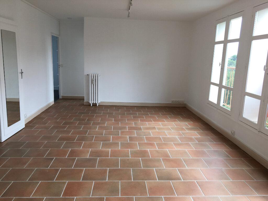 Appartement à louer 4 72.59m2 à Chaumont vignette-2