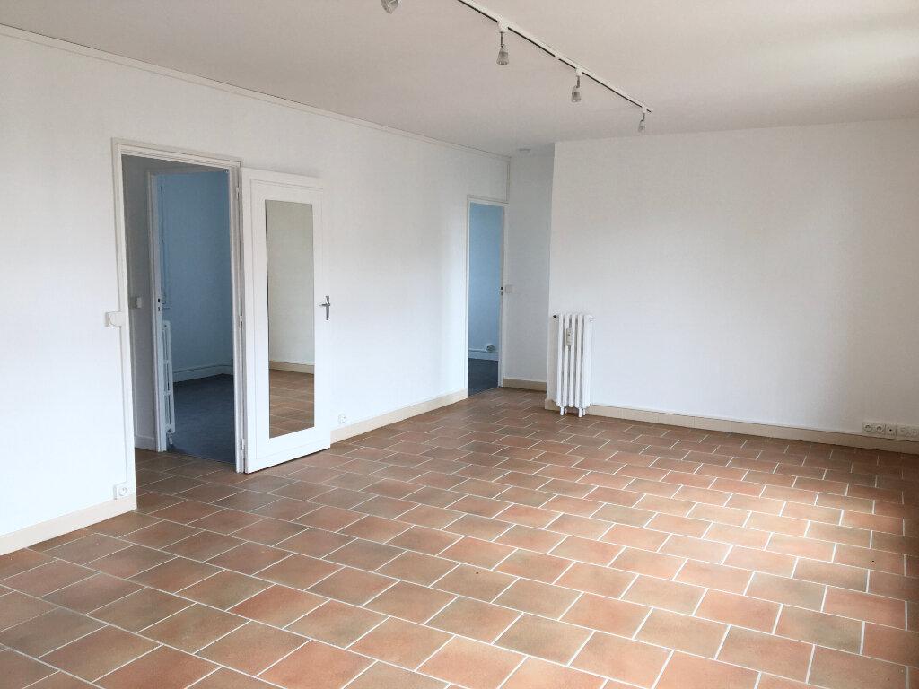 Appartement à louer 4 72.59m2 à Chaumont vignette-3