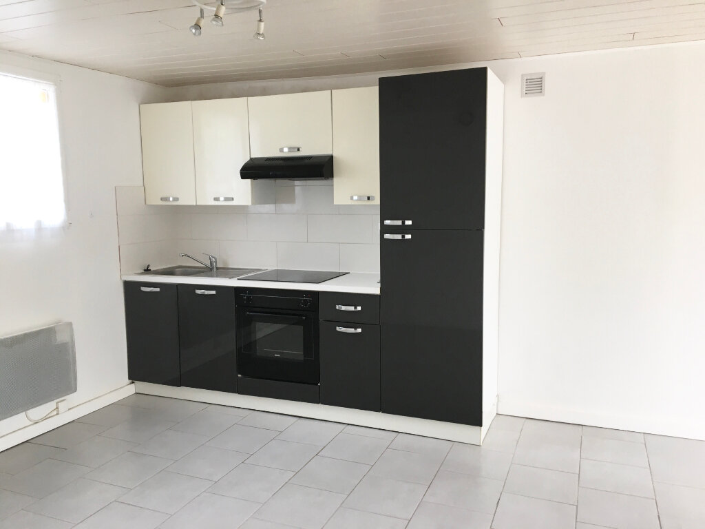Appartement à louer 2 45m2 à Chaumont vignette-1