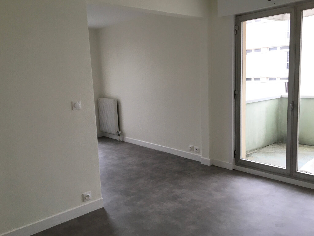 Appartement à louer 1 46.72m2 à Chaumont vignette-3