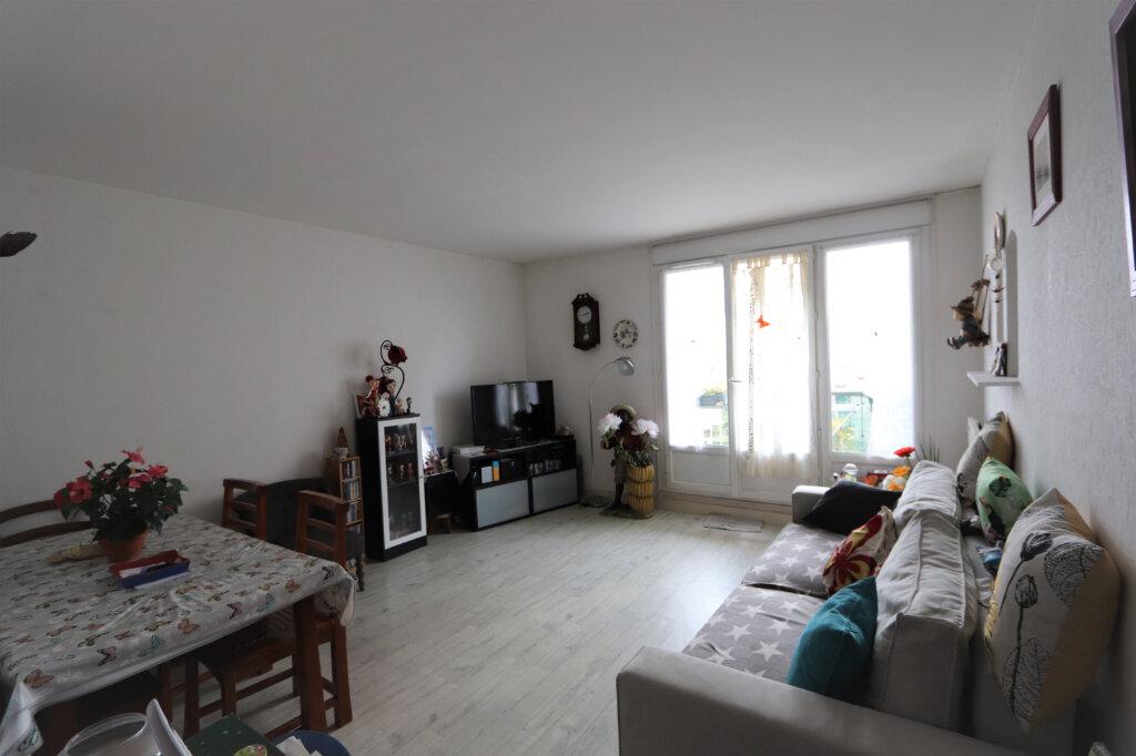Appartement à vendre 3 63m2 à Chilly-Mazarin vignette-2